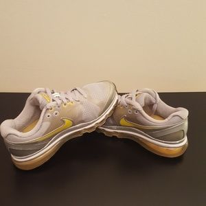 NIKE ATHLETIC SHOES LIVESTRONG AIRMAX